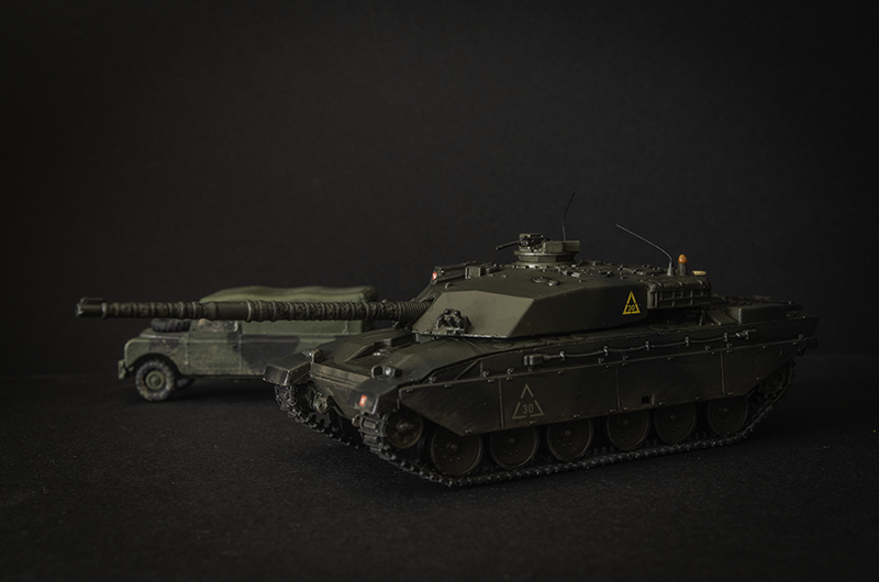 Revell 1/76 Challenger 1 and Airfix 1/76 LWB Land Rover