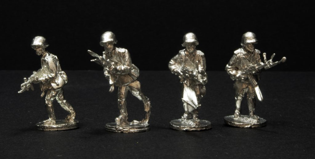Elhiem 1:72 (20mm) Soviet rifleman figures, front view.