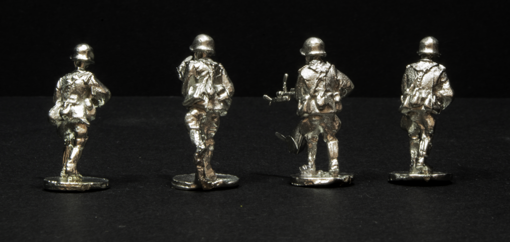 Elhiem 1:72 (20mm) Soviet rifleman figures, rear view.