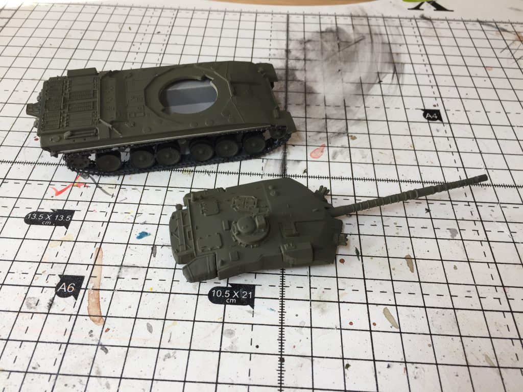 Revell 1:76 Challenger 1 painted green,