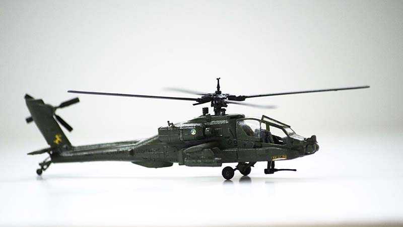 Revell 1:144 AH-64 Apache.